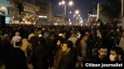 Парсы шығанағы жағалауындағы Хузестан провинциясының орталығы Ахваздағы наразылыққа жиналғандар. Иран. 1 қаңтар, 2017 жыл.