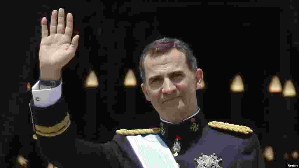 Фелипе VI, сын отрекшегося Хуана-Карлоса, официально объявлен королем Испании на специальной церемонии в парламенте. В своей речи 46-летний монарх признался в любви к родине и заявил, что верит в единство Испании, где Каталония, зажиточная провинция на северо-западе, требует референдума о независимости.