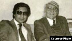 الاعرجي الى جانب الجواهري في بغداد 1977