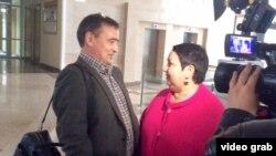 Раушания Билгилдиева һәм Ирек Мортазин мәхкәмә утырышаннан соң, 1 сентябрь, 2016 ел