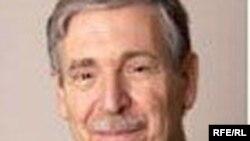 دکتر جان ليمبرت، دکترای تاريخ از دانشگاه هاروارد و يکی از اساتيد شرق شناسی با تخصص در حوزه تمدن ايران