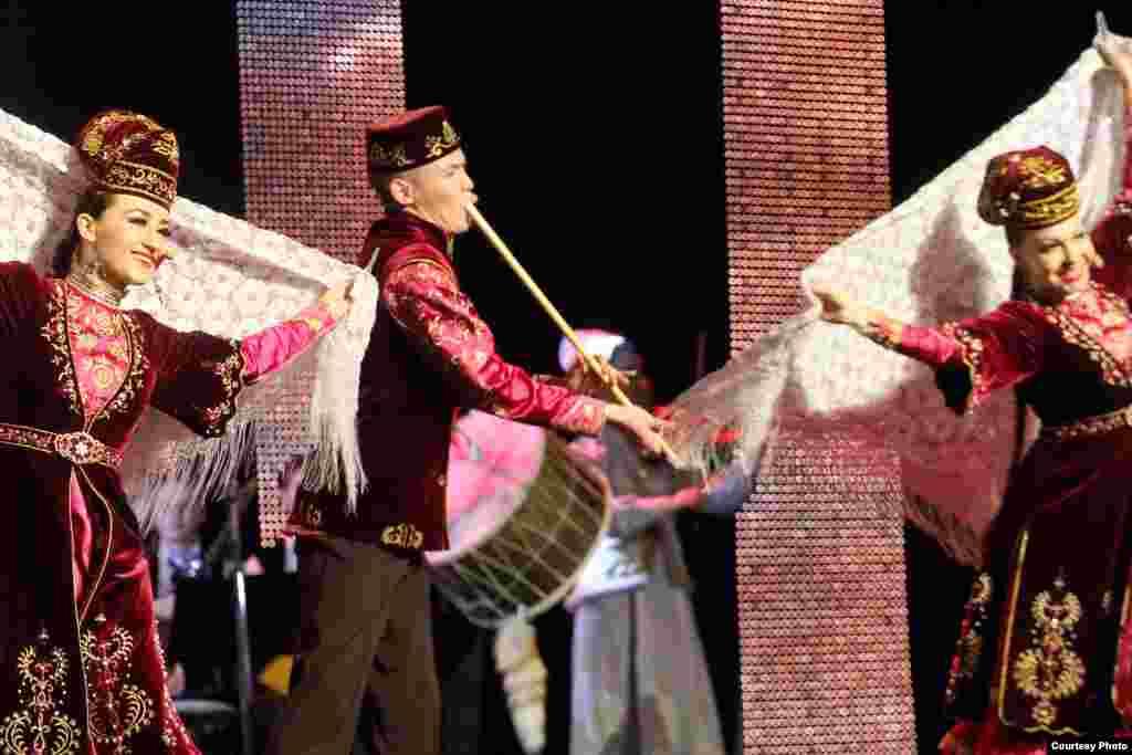 Татарстанның фольклор музыкасы дәүләт ансамбле чыгышы