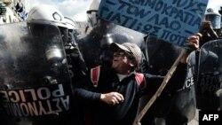 Demonstrații anti-austeritate la Atena