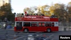 Штрајкувачки автобус во Лондон.