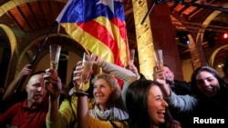 Каталониядагы парламенттик шайлоо жыйынтыгына байланыштуу майрамдагандар