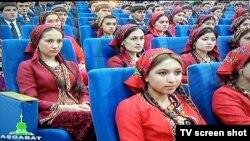 Türkmenistanda Ýeňiş gününe bagyşlanyp geçirilen çäreden bir pursat.