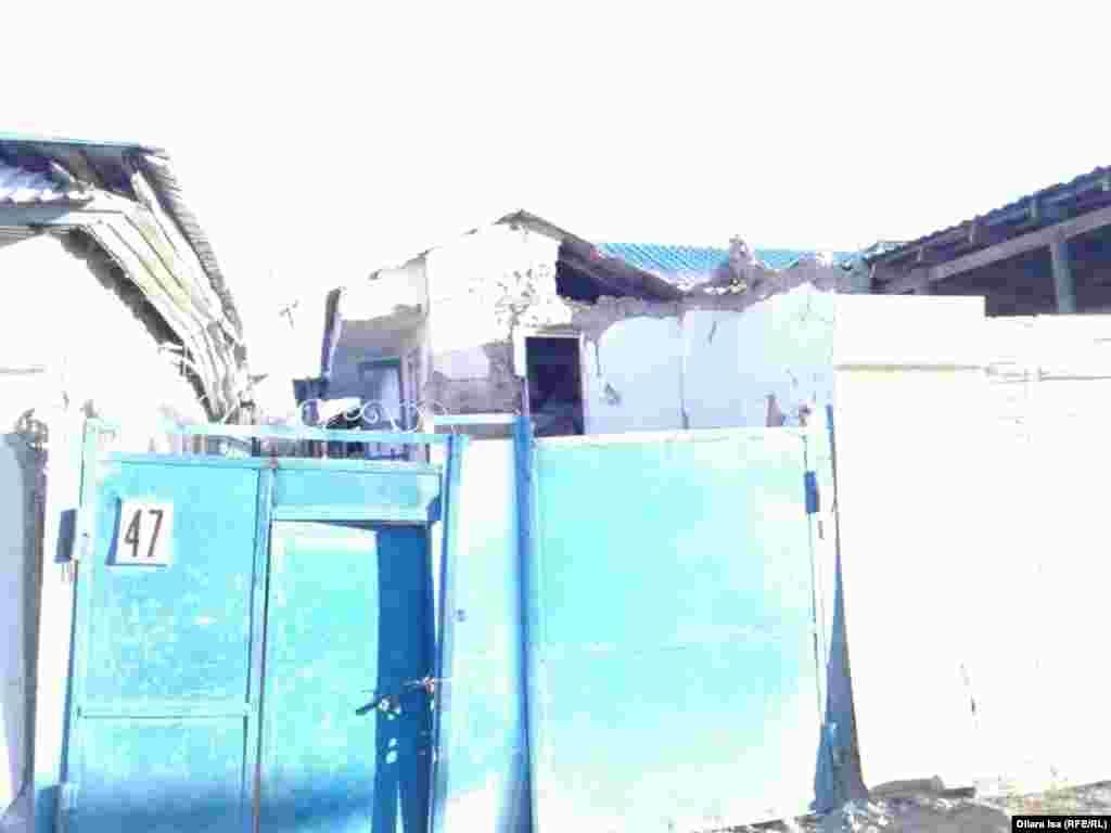 Дом № 47 по улице Дружбы народов в Шыменте, где в воскресенье прогремел взрыв.