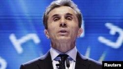 """İvanişvili """"Gürcü arzusu"""" hərəkatının təsis toplantısında çıxış edir. 11 dekabr 2011"""