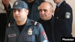Armenia - Samvel Babayan (R), Nagorno-Karabakh's former military leader, stands trial in Yerevan, 20Nov2017.