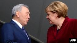 Қазақстан президенті Нұрсұлтан Назарбаев (сол жақта) пен Германия канцлері Ангела Меркель. Берлин, 9 қаңтар 2014 жыл.