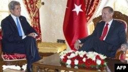 U.S. Secretary of State John Kerry (left) and Turkish Prime Minister Recep Tayyip Erdogan meet in Istanbul.