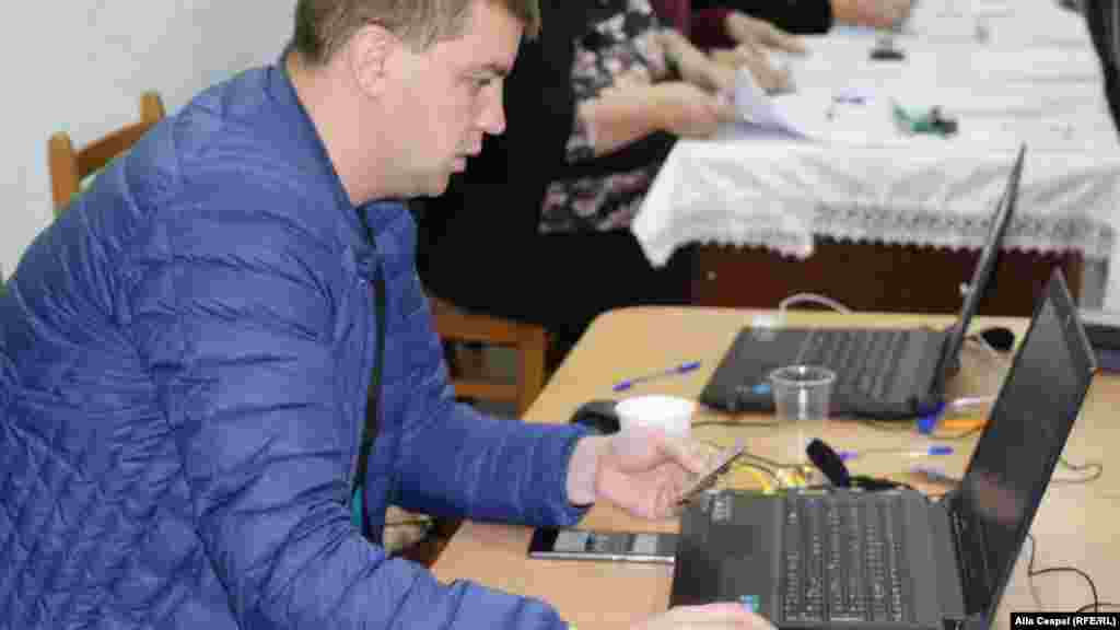 La Chișinău se desfășoară un referendum privind demiterea primarului său general.