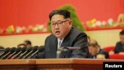 Шимолий Корея лидери Ким Чен Ин Пхеньяндаги партия қурултойида, 2016 йил 7 майи.