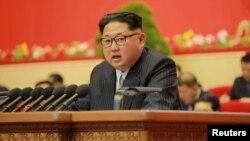 """Түндүк Кореянын лидери Ким Чен Ын, """"Эмгек"""" партиясынын съездинде, 7-май, 2016"""