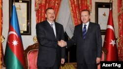 Azerbaijani President Ilham Aliyev (left) and Turkish Prime Minister Recep Tayyip Erdogan (file photo)