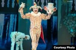 """""""Барсы да Көлкәй турында"""" мюзиклында клоун ролендә"""