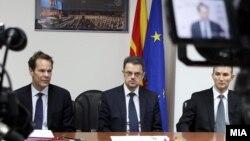 Министерот за финансии Зоран Ставрески, шефот на мисијата на ММФ Вес Мекгру и гувернерот на Народна банка Димитар Богов. 2011 година.