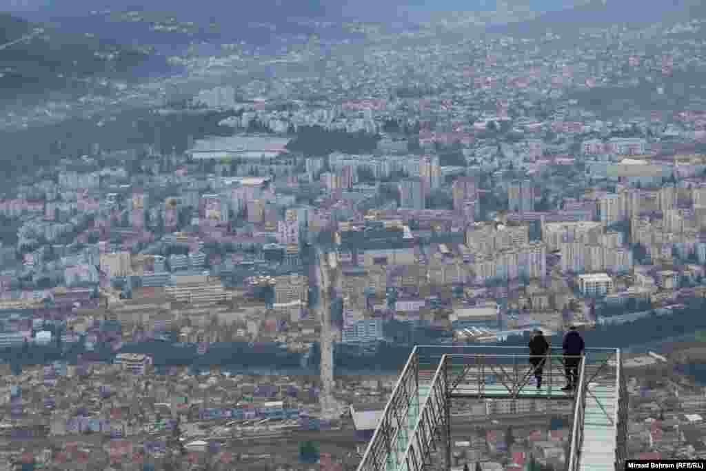 "Стаклена патека ""Skywalk"" буквално ""на небото"" над Мостар"
