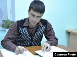 Руслан Сәйфетдинов тәрҗемә эшли