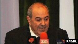 رئيس القائمة العراقية اياد علاوي في مؤتمر صحفي في 19 حزيران 2010