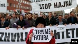 Fotografi nga protestat e vitit 2013 kundër rritjes së çmimit të energjisë elektrike