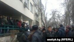 Ажылык иши боюнча сотко келгендер, Бишкек, 27-февраль.