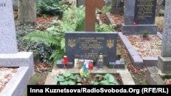 На могилі Олександра Олеся (архівне фото)