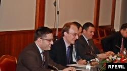 Министрите Милошоски и Бесими на состанокот на Комисијата за надворешна политика
