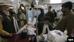 Pakistan -- A policeman who was injured in a bomb blast targeted a police vehicle, receives medical treatment at a hospital in Peshawar, the capital of Khyber Pakhtunkhwa province, January 22, 2014