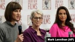 Rachel Crooks, Jessica Leeds, și Samantha Holvey la o conferință de presă pe tema hărțuirii sexuale