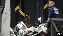 Motoçikletat e dëmtuara të policëve, pas përplasjes së automobilit në Bruksel