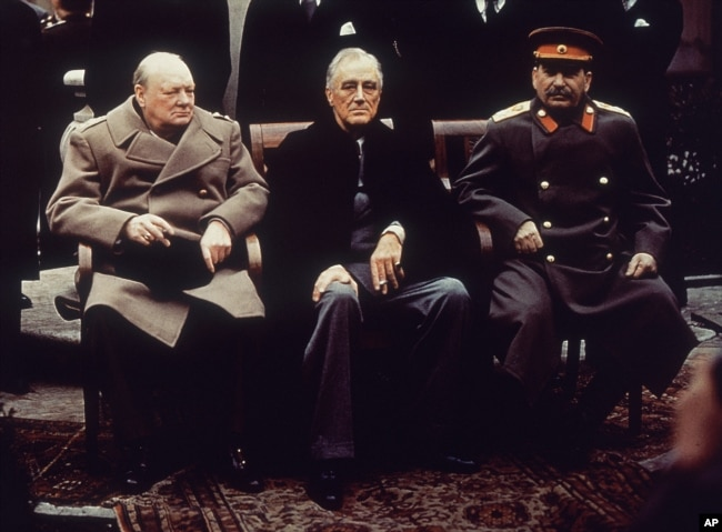 'Ruzvelt je Čerčilu (obojica na fotografiji sa Staljinom) i Idnu (britanski ministar inostranih poslova) više puta rekao da Srbi i Hrvati ne idu zajedno, jer su to dva tako antagonistička naroda da ih je glupo terati pod jedan krov.'