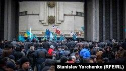Митинг 26 февраля 2014 года под зданием Верховной Рады АРК, Симферополь