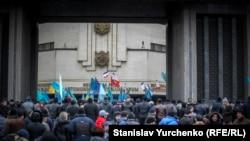 Мітинг-протистояння під стінами кримського парламенту, 26 лютого 2014 року