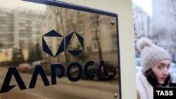 Пока из запланированного 1 триллиона рублей доходов от приватизации правительство получило лишь 5 процентов