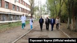Керченская городская больница №1, фото пресс-службы горсовета Керчи, 2017 год