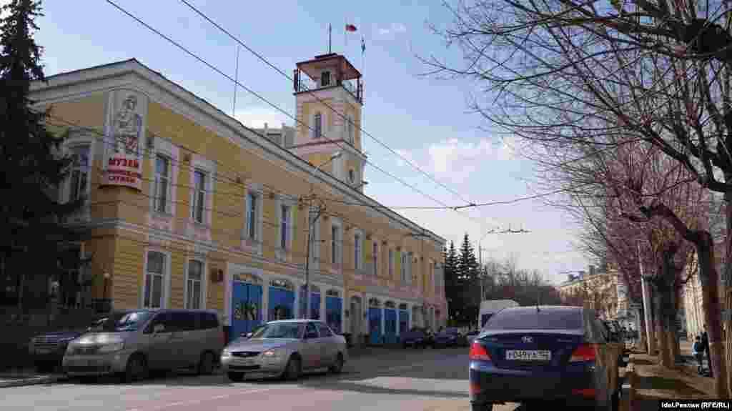 Здание бывшего полицейского управления, Октябрьской Революции, 14.