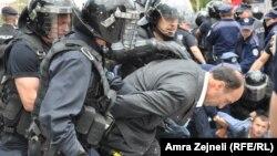 Përleshjet midis policisë dhe aktivistëve të VV-së. Prishtinë, 27 qershor 2013.
