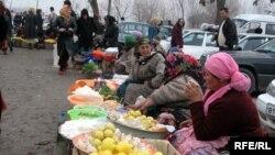 Vendors at Dushanbe's Korvon Market