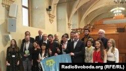 Совместное фото участников семинара о правах человека в Крыму в стенах Сената Чехии