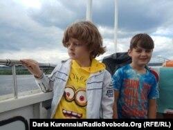 Денис и Ксюша, дети-переселенцы
