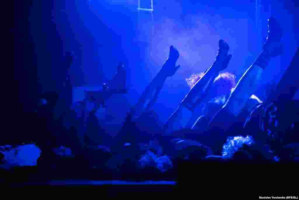 В августе 2015 года Северо-Кавказский окружной военный суд в Ростове-на-Дону приговорил Сенцова к 20 годам колонии строгого режима по обвинению в террористической деятельности на территории Крыма
