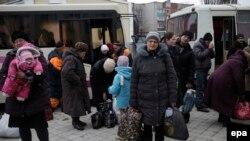 Люди тікають з Дебальцевого, 5 лютого 2015 року