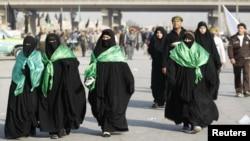 Женщины-паломницы на улице Багдада, 9 января 2012 года.