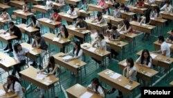 Студенты сдают экзамены. Иллюсративное фото.