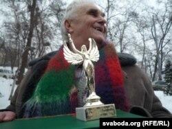 Анатоль Бароўскі з узнагародай
