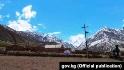 Учурда Кыргызстанда 326 айыл радио байланыш жетпеген аймактарда жайгашкан.