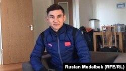 Этнический казах Дастур Турсынжан, конькобежец сборной Китая. Алматы, 5 февраля 2017 года.
