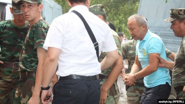 Former Bishkek Mayor Nariman Tuleev (right) has been on a hunger strike since February 15, claiming the detention center's officials requested $50,000 before they would allow him to get medical treatment outside the facility for cancer.