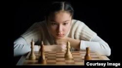 Шахматшы Динара Сәдуақасова.